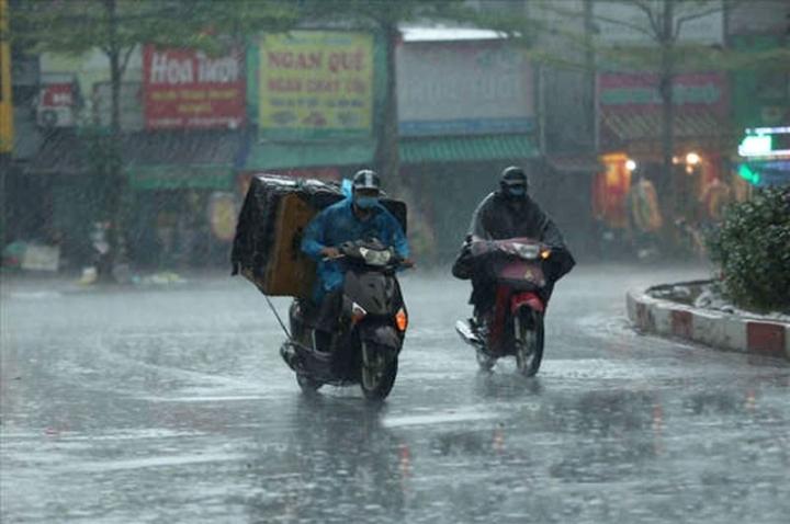 Thời tiết 14/9: Mưa dông trải dài từ Bắc vào Nam, nguy cơ lũ quét và sạt lở đất - 1