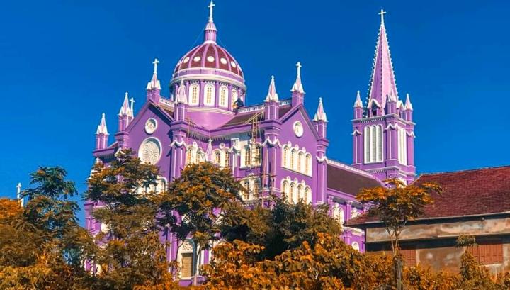 Về Nghệ An, ghé thăm nhà thờ màu tím ngọt ngào như bước ra từ cổ tích  - 1