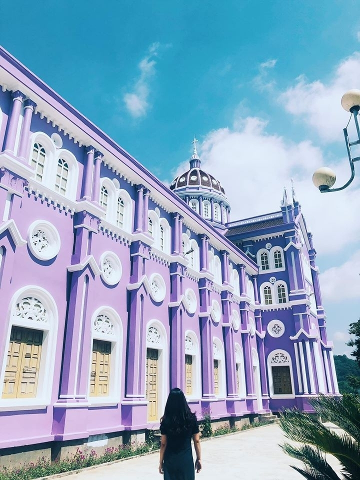 Về Nghệ An, ghé thăm nhà thờ màu tím ngọt ngào như bước ra từ cổ tích  - 5