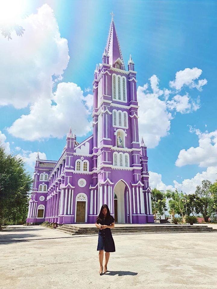 Về Nghệ An, ghé thăm nhà thờ màu tím ngọt ngào như bước ra từ cổ tích  - 4