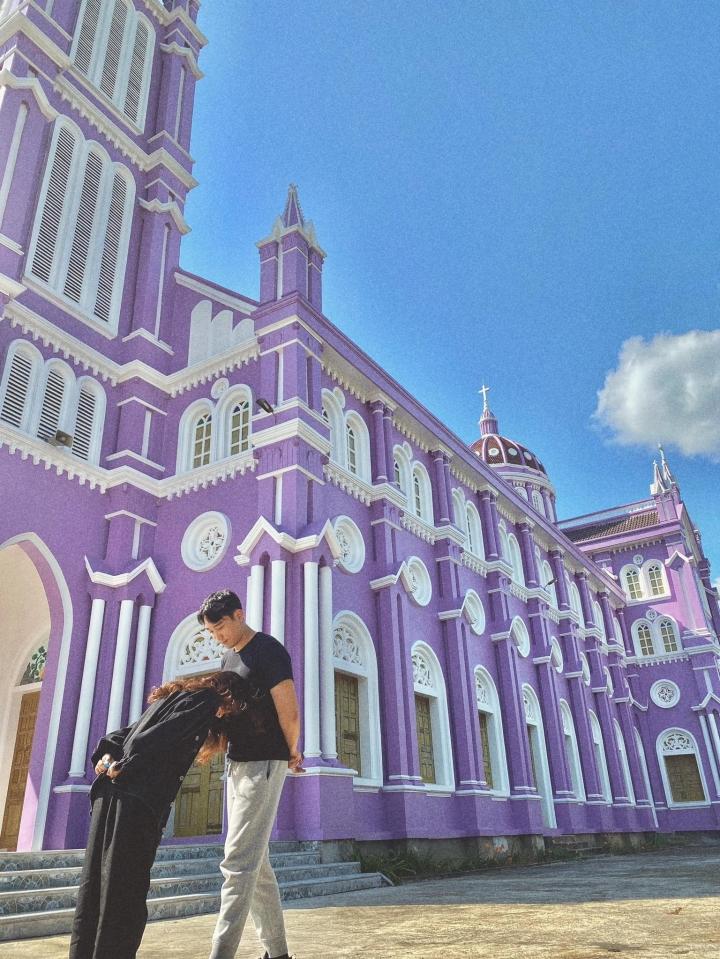 Về Nghệ An, ghé thăm nhà thờ màu tím ngọt ngào như bước ra từ cổ tích  - 7