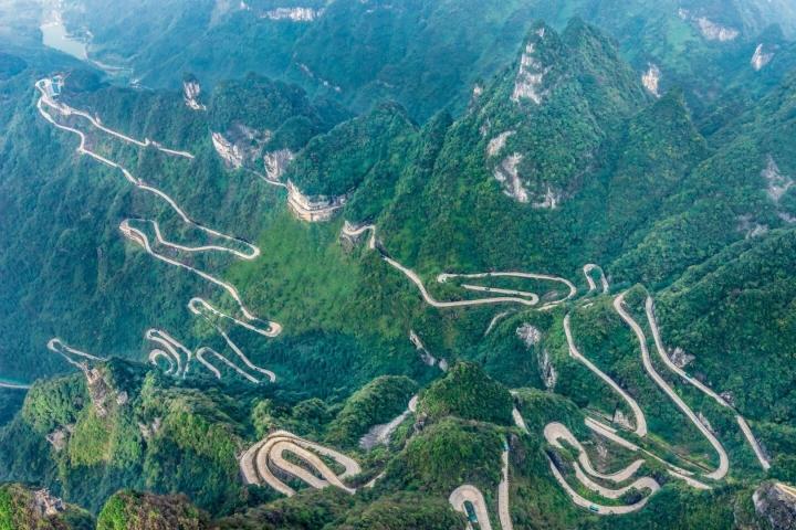 Nghẹt thở với 99 khúc cua trên con đường khó chinh phục bậc nhất thế giới - 2