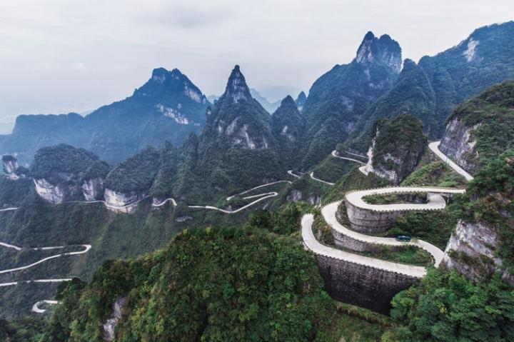 Nghẹt thở với 99 khúc cua trên con đường khó chinh phục bậc nhất thế giới - 3