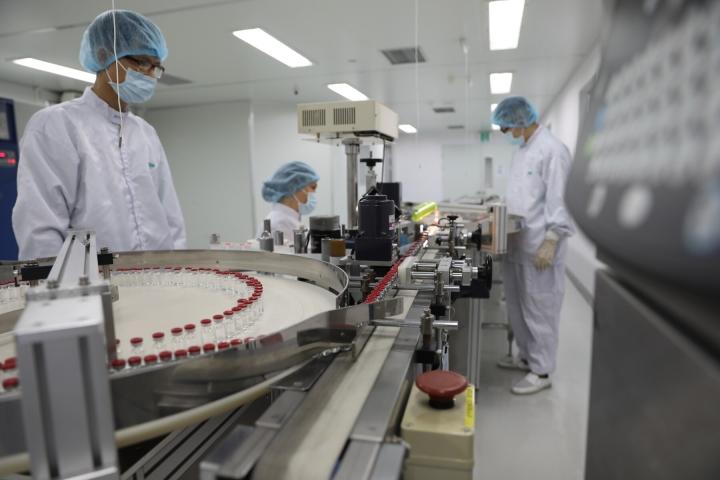Việt Nam sản xuất thành công lô vaccine Sputnik V đầu tiên - 1