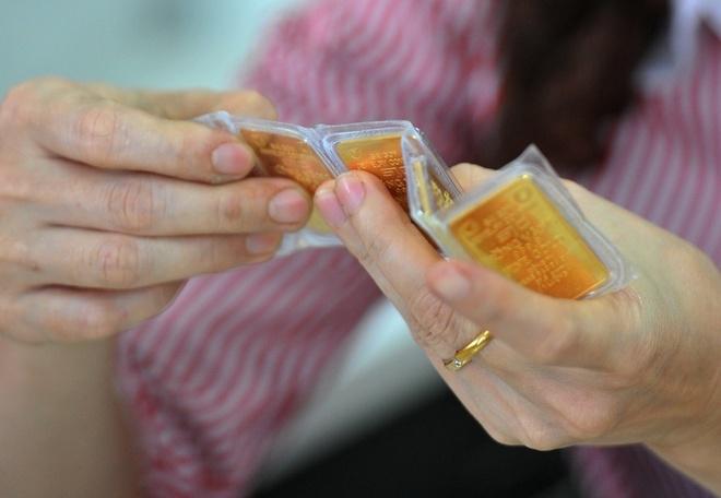 Giá vàng trong nước đắt hơn thế giới 9 triệu đồng - 1