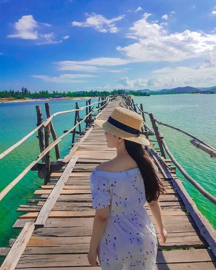 Check-in cây cầu gỗ dài nhất Việt Nam, ngắm vẻ mộc mạc ở xứ 'hoa vàng cỏ xanh' - 5