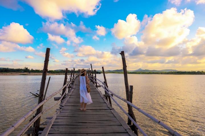 Check-in cây cầu gỗ dài nhất Việt Nam, ngắm vẻ mộc mạc ở xứ 'hoa vàng cỏ xanh' - 7