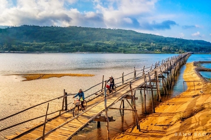 Check-in cây cầu gỗ dài nhất Việt Nam, ngắm vẻ mộc mạc ở xứ 'hoa vàng cỏ xanh' - 6