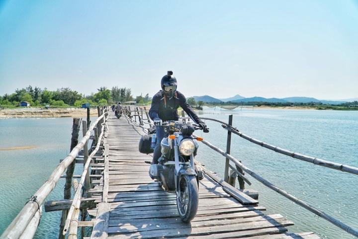 Check-in cây cầu gỗ dài nhất Việt Nam, ngắm vẻ mộc mạc ở xứ 'hoa vàng cỏ xanh' - 3