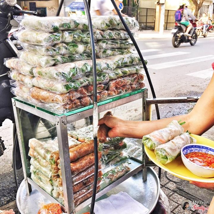 Gỏi cuốn nổi tiếng nhất nhì Sài Gòn: Khách xếp hàng dài ngoài cửa sổ để chờ mua - 1