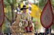Vua Thái Lan đội vương miện vàng 7,3 kg, ngồi kiệu 16 người khiêng trong lễ đăng quang