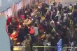 Clip: Thanh niên 'ngáo đá' làm loạn sân bay Nội Bài