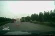 Băng qua cao tốc không quan sát, người phụ nữ bị xe 7 chỗ tông gục