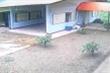 Video: Tên trộm ngốc nghếch khổ sở đột nhập gara bỏ hoang
