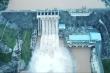 Video: Thủy điện Trung Quốc xả lũ, nước sông Hồng dâng cao