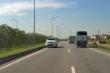 Ô tô ngang nhiên phóng ngược chiều trên cao tốc Hà Nội - Thái Nguyên