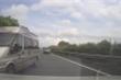 Đón khách trái phép ở cao tốc, đánh võng chèn ép xe cảnh sát khi bị truy đuổi