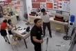 Clip: Cánh cửa vỡ tan khi tiễn khách, nam nhân viên rụng rời