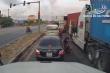 Hai tài xế container lao vào đánh nhau sau va chạm