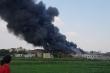Cháy nhà xưởng ở TP.HCM, khói đen cuồn cuộn cao hàng chục mét