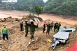 Ảnh: Công an  vượt đồi giúp dân Sơn La sửa chữa hàng trăm ngôi nhà bị tốc mái