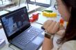 Trẻ lớp 1 học online: Cha mẹ cần tạo hứng thú cho con khi học, bỏ qua thành tích