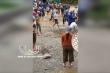 Xe ben bị nước lũ cuốn xuống suối ở Hà Giang, tài xế thiệt mạng