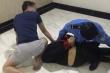 Mật phục bắt kẻ mang 32 túi ma túy tại Hà Nội