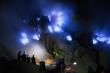 Ngọn núi lửa ở Indonesia với đốm 'lửa ma trơi' kỳ dị thu hút dân phượt gan dạ
