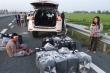 Cặp vợ chồng chở thuốc lá lậu 'thông chốt', tông xe CSGT trên cao tốc