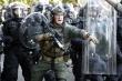 Video: Cảnh sát bắn đạn cao su, xịt hơi cay giải tán biểu tình gần Nhà Trắng