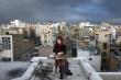 Nghệ sĩ Iran biểu diễn trên sân thượng khích lệ người dân cách ly ngừa COVID-19