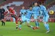 Kết quả Ngoại Hạng Anh: Thua Southampton, Liverpool dễ bị Man Utd soán ngôi đầu