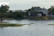Phát hiện 2 con cá sấu bơi trong hồ nước ngay khu dân cư, nghi sổng chuồng