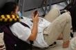 Khách nằm, ngồi giữa sàn đợi lên máy bay tại Cảng hàng không Nội Bài
