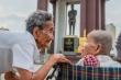 Cảm động cuộc đoàn tụ sau 47 năm của chị em cụ bà Campuchia 98 tuổi