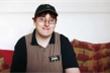 Cậu bé thần đồng bỏ đại học, làm nhân viên bán gà rán
