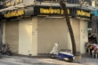 Hàng quán, khách sạn ở Hà Nội 'cửa kín then cài' vì Covid-19