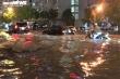 Ảnh: Hà Nội mưa như trút nước, nhiều tuyến phố Thủ đô biến thành sông
