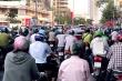 TP.HCM: Đường phố đông đúc, người dân tụ tập giữa những ngày cách ly toàn xã hội