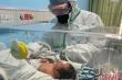 Hai trẻ sơ sinh ở Vũ Hán dương tính với virus corona chủng mới, khả năng lây từ mẹ