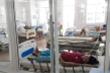 Mua đồ chay ở chợ về ăn, hàng trăm người nhập viện vì ngộ độc