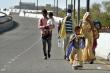 Bi kịch COVID-19 ở Ấn Độ: Bé gái 12 tuổi chết khi cuốc bộ gần 100 km về nhà
