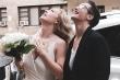 Đám cưới mùa Covid-19: Mục sư  đứng ban công tầng 4 làm lễ cho cô dâu chú rể