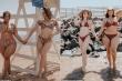 Hai cô nàng 'khác size' diện bikini nổi tiếng mạng xã hội