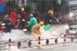 Video: Mưa lớn khắp TP.HCM, nước chảy xiết, cuốn trôi nhiều xe máy