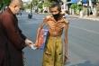 Hình ảnh người đàn ông da bọc xương khiến nhiều người xót thương