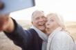 Chụp ảnh 'tự sướng' nhiều sẽ khiến bạn nhanh già