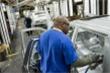 Sản xuất ô tô toàn cầu có thể giảm 1,4 triệu xe