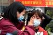 Y bác sĩ Trung Quốc chống Covid-19 bật khóc đoàn tụ gia đình